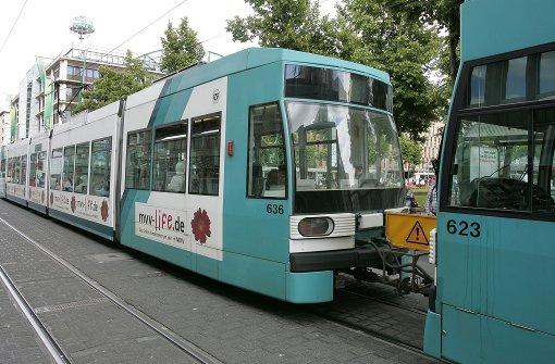 Seniorin in Straßenbahn verprügelt