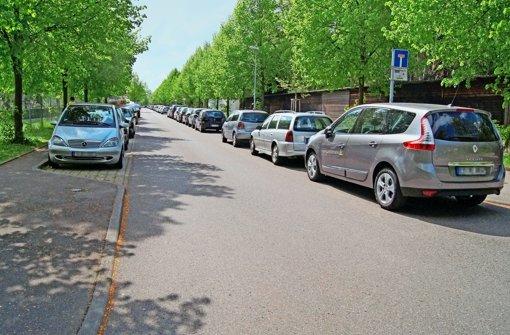Am Georgiiweg sind die Parkplätze tagsüber fast ausschließlich von Pendlern belegt. Das will die Stadt mit mehr Kurzzeitparkplätzen ändern. Foto: Simone Bürkle