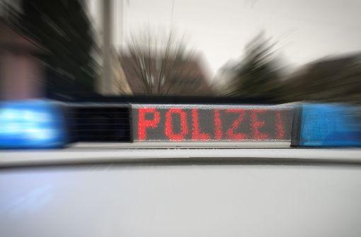 Mann in Unterhose greift Polizei an