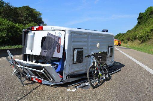 Pforzheim Sechs Kilometer Stau auf der A8: Wohnmobil bei Verkehrsunfall umgekippt