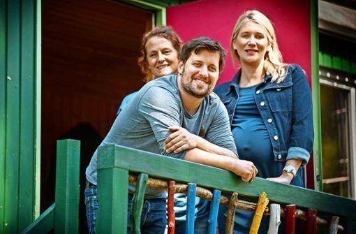 Carola Wolfinger, Matthias Greiner und Sabine Jenner (von links) haben den Verein Waldbande gegründet, der künftig einen Waldkindergarten betreibt Foto: Stoppel