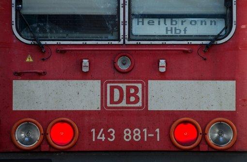 Betrunkener von Zug sehr schwer verletzt