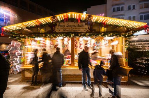 Raser auf der Flucht von Weihnachtsmarktstand ausgebremst