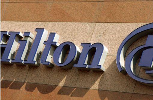 Frau verklagt die Hotelkette Hilton auf 100 Millionen Dollar