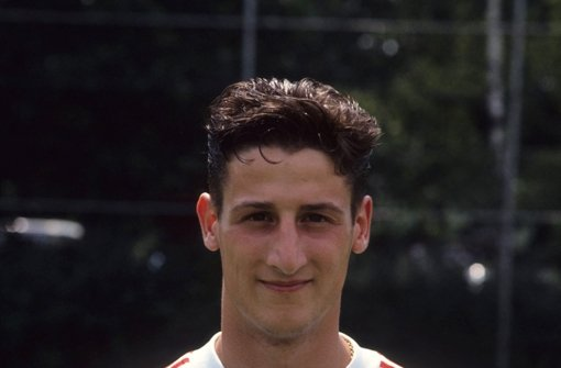 Gleich in seiner zweiten Profisaison wird Kramny 1992 mit dem VfB Deutscher Meister Foto: Baumann