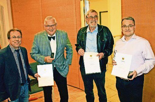 Die Ehrenmünze für drei verdiente Ortsbussler