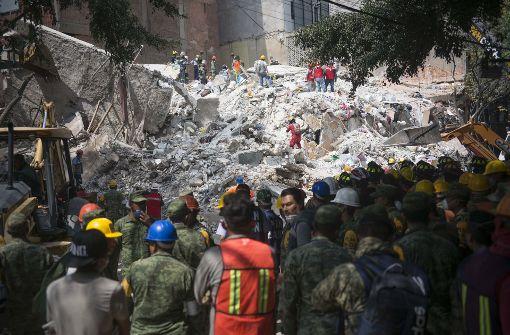Mann nach 24 Stunden aus den Trümmern gerettet