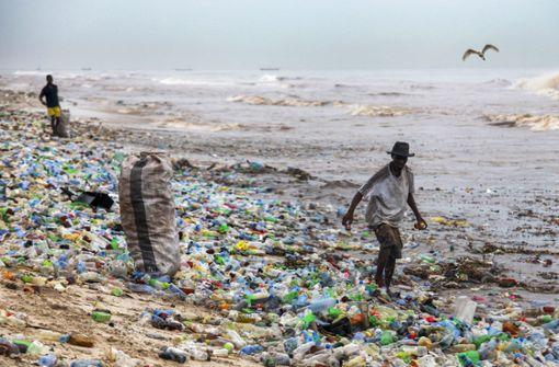 Ein Strand in Ghana: Plastikmüll soweit das Auge reicht. Foto: EPA