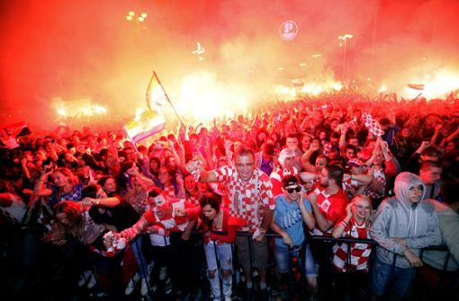 """Tausende Menschen feiern """"historische Nacht"""" in Zagreb"""