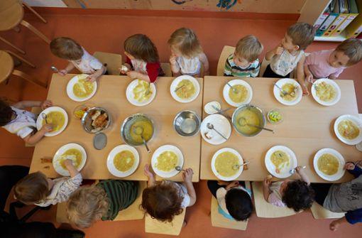 Heutzutage verbringen Kinder mehr Zeit in betreuten Institutionen als früher. Foto: dpa