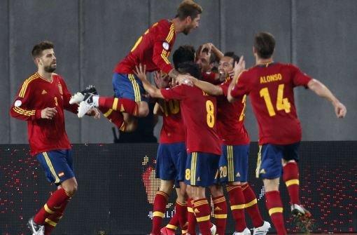 Zittersieg für Spanien, England Remis