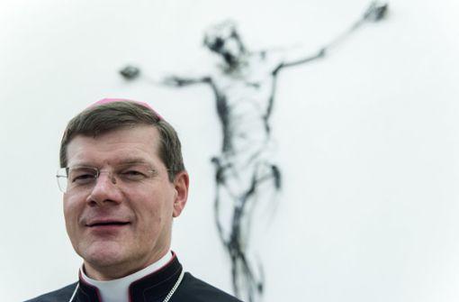 Der Freiburger Erzbischof Stefan Burger kritisiert seinen Vorgänger Robert Zollitsch. Foto: dpa
