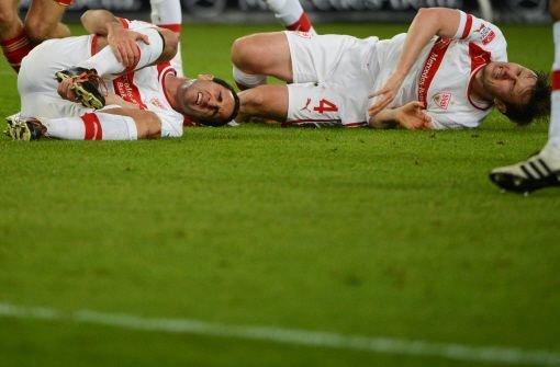 """""""Ich habe Mandzukic einfach nicht gesehen"""", beteuert Cristian Molinaro und entschuldigt sich bei seiner Mannschaft: """"Das tut mir leid. Dieser Fehler hat das Spiel kaputt gemacht."""" Was vermutlich stimmt. Von uns gibt es deshalb die schlechteste Note: 4. Foto: dpa"""