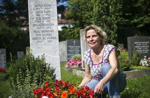 Annette Arnold, hier am Grab, hat den Vorschlag für den Helga-Feddersen-Weg eingereicht Foto: Max Kovalenko