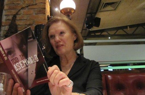 Carin Chilvers stellt in einer feinen Folge von Rückblenden ihren Fall vor. Foto: Martin Bernklau