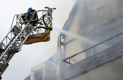 Gebäude nach Brand einsturzgefährdet