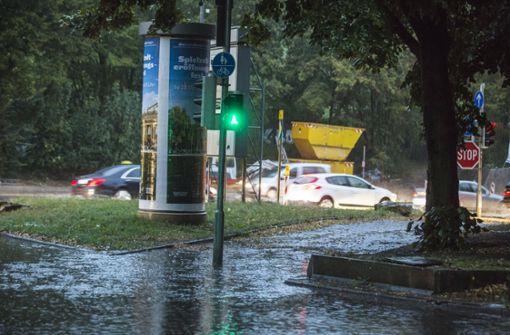 ... einige Straßen standen unter Wasser. Foto: 7aktuell.de/Simon Adomat