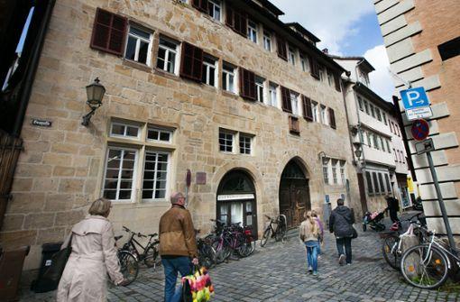 Viele Esslinger wollen die Stadtbücherei im Bebenhäuser Pfleghof. Foto: Ines Rudel