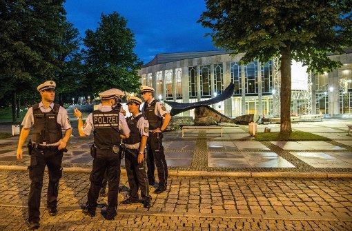 Die Polizei durchsuchte das Gelände rund um das Forum am Schlosspark nach einer Bombendrohung. Foto: SDMG