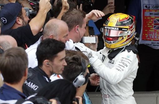 Hamilton gewinnt Heimrennen, Vettel behält WM-Führung