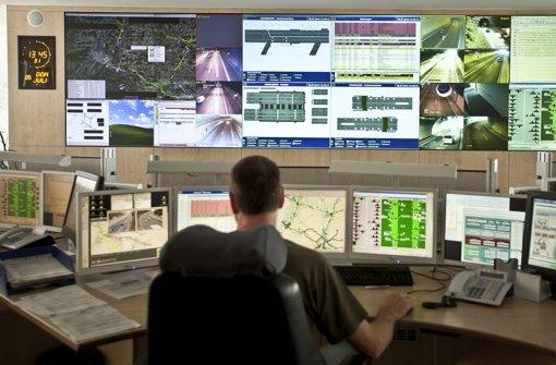 Daten aus der Verkehrsleitzentrale, die auf das Navi gespielt werden, können Autofahrern helfen Foto: Leif Piechowski