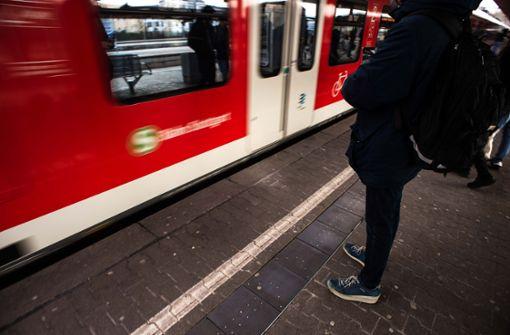 Steine auf S-Bahn-Gleis gelegt