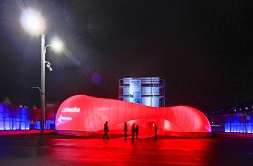 """Die Lichtwolke auf dem Ludwigsburger Akademiehof ist der zentrale Veranstaltungsort für den Kongress der """"Raumwelten"""". Foto: factum/Granville"""