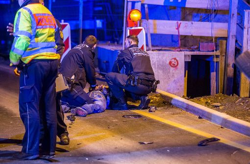 Rabiater Beifahrer verletzt Polizisten nach Verkehrsunfall