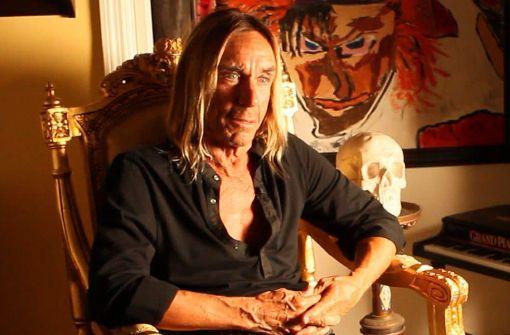 """Iggy Pop ist siebzig Jahre alt, hat jede Menge Exzesse hinter sich – und erzählt in Jim Jarmuschs """"Gimme Danger"""" mit Ironie vom Punk-Leben. Foto: Studiocanal"""