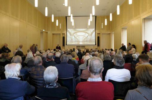 Um die 150 Menschen sind zum 13. Tag der Stadtgeschichte ins Stuttgarter Stadtmuseum gekommen. Foto: Lichtgut/Michael Latz
