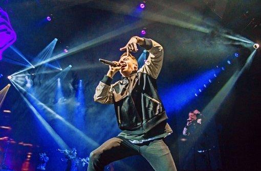 Macklemore versteht sich  als das selbstironische und selbstkritische Rap-Überwesen zu inszenieren, das er vor allem dank der Fähigkeiten seines Kollegen Ryan Lewis geworden ist. Foto: Lichtgut/Julian Rettig