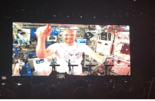 Kraftwerk schalten Astronauten live bei Jazz Open zu