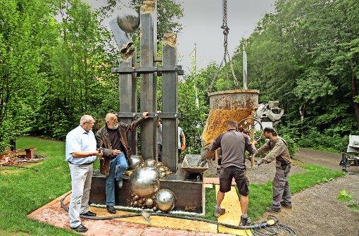 Eine  Ackermann-Skulptur zum Waldhaus-Jubiläum
