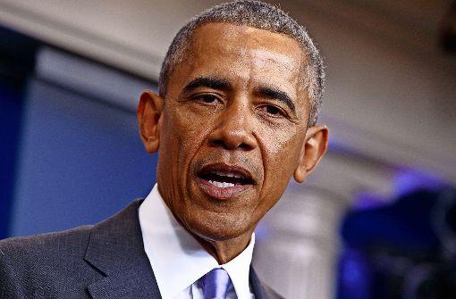 Barack Obama: * 1961, erster schwarzer US-Präsident (2009-2017); schrieb schon in  der Schule in  Jakarta/Indonesien, wo er von 1967 bis 1970 mit Mutter und Stiefvater lebte, mit links.      Foto: AP