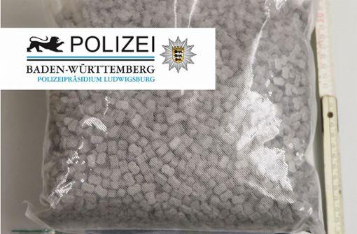 Diesen Beutel mit Ecstasy-Pillen stellten die Beamten bei der Kontrolle sicher. Foto: Polizeipräsidium Ludwigsburg