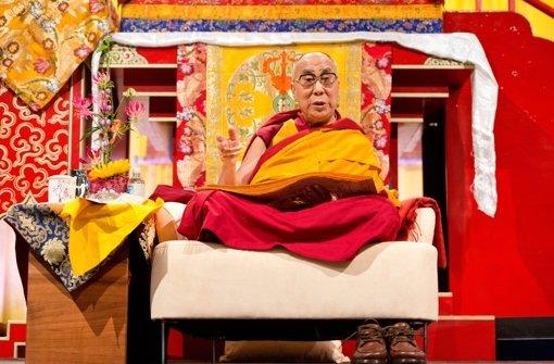 Dalai Lama steckt im Aufzug fest