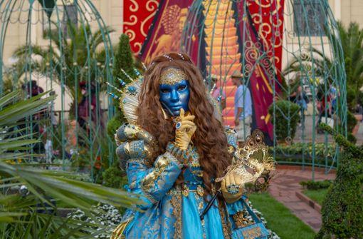 Rund 1600 Kostüm- und Maskenträger waren nach Ludwigsburg zur Venezianischen Messe gereist.  Foto: factum/Weise