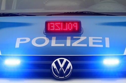 Polizisten mit Schraubenzieher attackiert