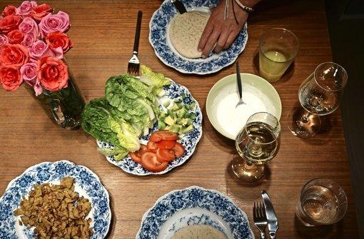 Döner schmeckt auch vegetarisch – mit Soja-Fleischersatz: Kochboxen sollen im Alltag Inspiration für die Küche liefern. Wird sich das Angebot am Markt etablieren? Foto: dpa