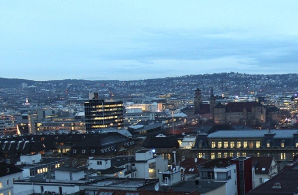 Der Aussichtsbalkon hat seinen Preis: Wer diese Sicht über die Innenstadt vom künftigen Alexander-Palais genießen will, muss dafür tief in die Tasche greifen. Leisten Sie sich in unserer Fotostrecke einen Blick in teure Wohnungen in Stuttgart. Die Außenansicht gibt es natürlich auch. Foto: Hildebrandt Immobilien