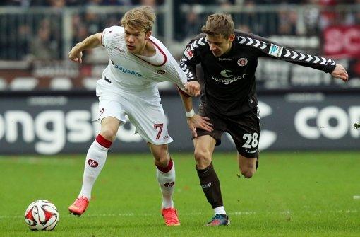 Kandidat für die Kickers: Bentley Baxter Bahn (re.) vom FC St. Pauli Foto: dpa