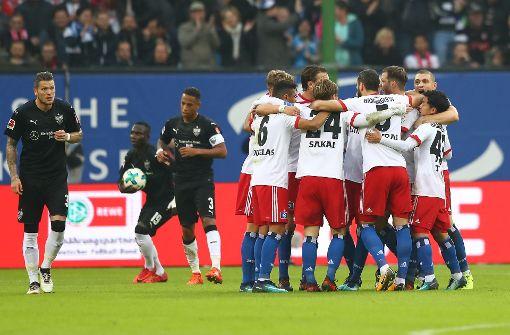 Die Spieler des HSV feiern ihren Führungstreffer gegen den VfB Stuttgart. Foto: Bongarts