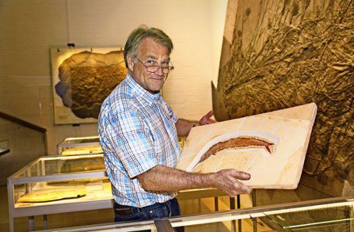 Der Museumschef Rolf Bernhard Hauff und der unaussprechliche Schnabelfisch. Foto: I. Rudel