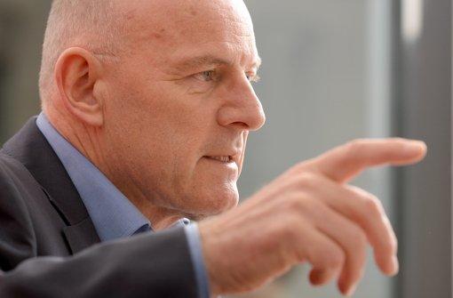Verkehrsminister Hermann tritt auf die Bremse