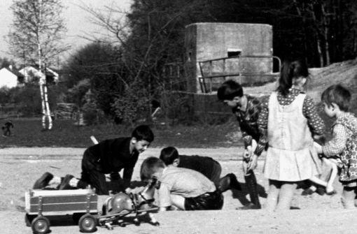 Bis 1976 (hier eine Bild aus den 60er Jahren) war die Bunkeranlage am Waldrand gut zu sehen Foto: StN