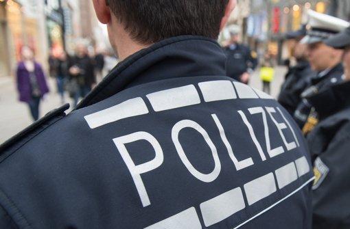 Die Stuttgarter Polizei zeigt stärkere Präsenz in der Innenstadt – doch zu einem Großeinsatz am Wochenende gibt es völlig unterschiedliche Versionen Foto: dpa
