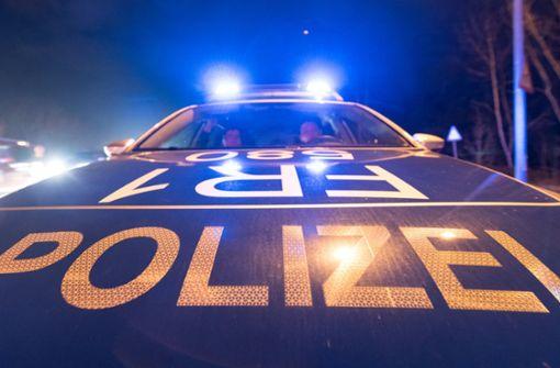 Autofahrer übergibt Führerschein und flüchtet dann vor Polizei