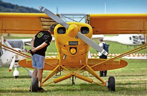Ein echter Hingucker: Eine quietschgelbe Piper Super Cub. Foto: Frank Eppler