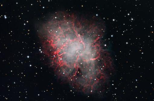 Der Krabben-Nebel (M 1) im Sternbild Stier ist die Explosionswolke eines detonierten Sterns. An seiner Stelle sah man am 4. Juli 1054 eine helle Supernova aufleuchten. M 1 ist über 4.000 Lichtjahre entfernt. Foto: Sternwarte Welzheim