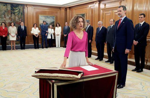 König Felipe VI. vereidigt neues Kabinett